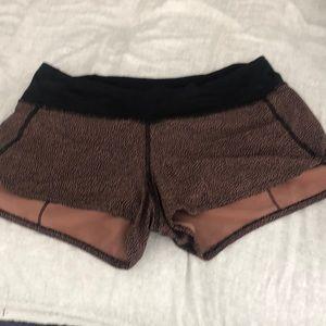 Lululemon patterned running shorts speed 4 EUC